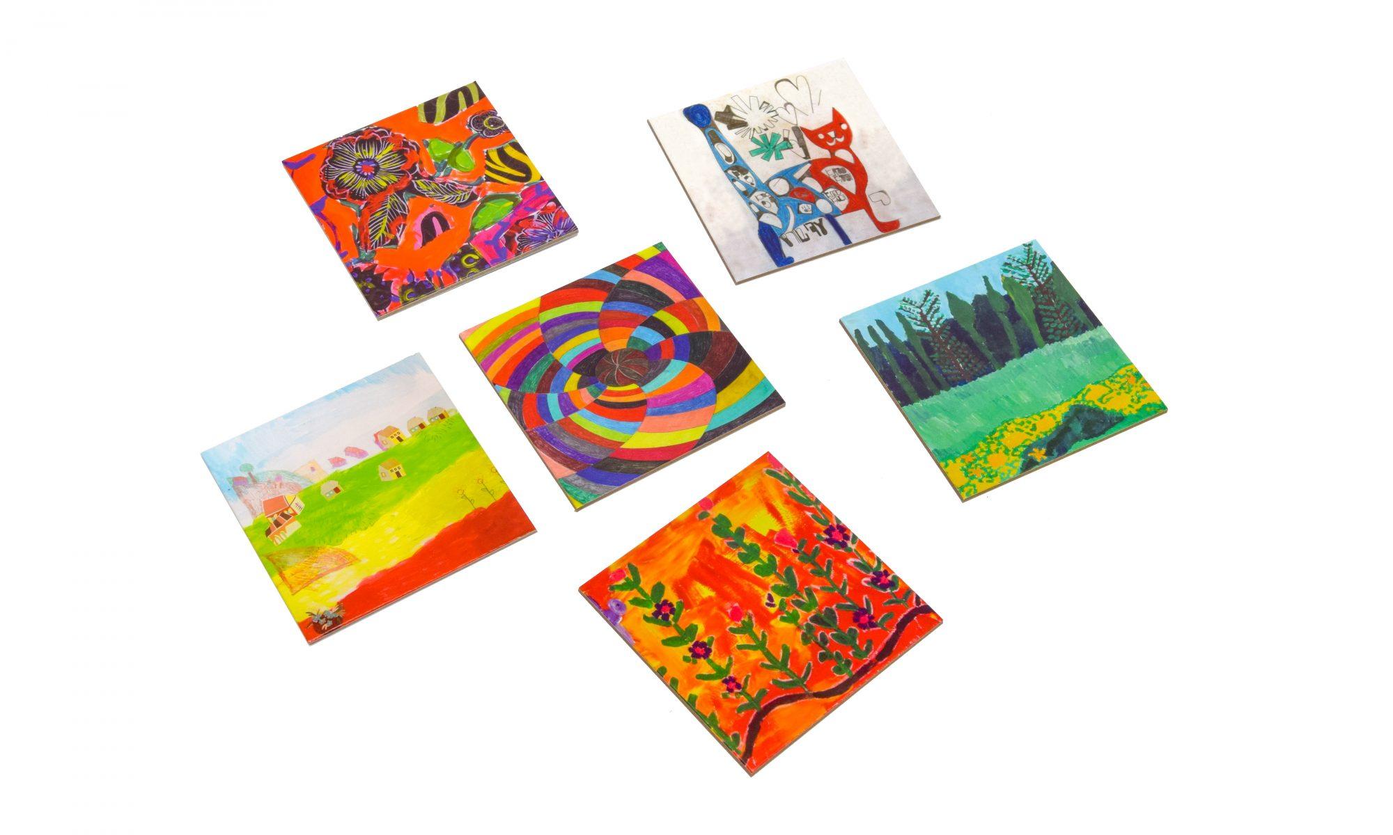 תחתיות לכוסות עם ציורים של אמנים עם אוטיזם